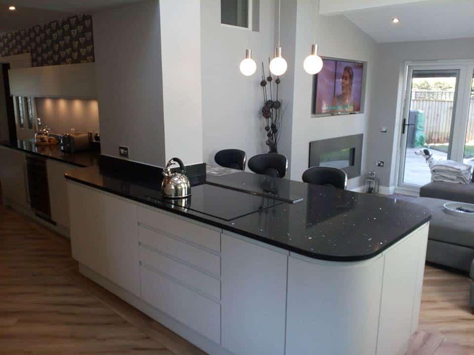 White kitchen with black gloss worktops